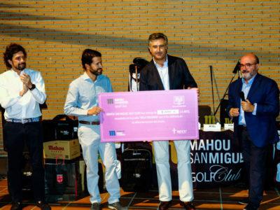 Entrega de 8.000€ a la AECC en el torneo Mahou San Miguel de Golf Retamares